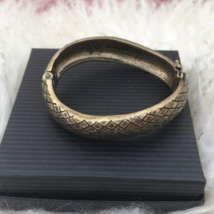 Lia Sophia Jewelry - Lia Sophia amazing bangle bracelet in excellent